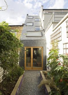 42 Awesome Terrace House Extension Design Ideas With Open Plan Spaces - Extending your home by building outside can have a significant impact on your property's curb appeal when it comes time to list your house on the mark. Terraced House, Green Architecture, Contemporary Architecture, House Extension Design, Cottage Extension, London House, House Extensions, Facade Design, Facade House