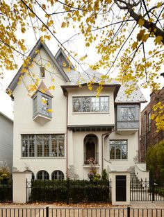 Gorgeous home in Chicago.  I can only imagine this at Christmas.