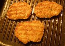 Grilované sekané řízky Grill Pan, Grilling, Kitchen, Griddle Pan, Cooking, Crickets, Kitchens, Cuisine, Cucina