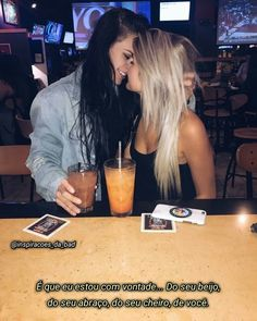 It comes from the life photos of some lesbian members. Lesbian Love, Cute Lesbian Couples, Hippie Vintage, Lesbians Kissing, Girls Together, Photo Couple, Cute Gay, Girls In Love, Poses