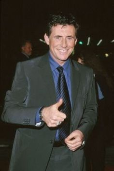 Gabriel Byrne at event of End of Days