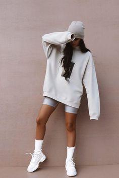 Outifts que puedes lograr con la hoodie que te le robaste a tu novio Sporty Outfits, Teen Fashion Outfits, Mode Outfits, Cute Casual Outfits, Look Fashion, Stylish Outfits, Cute Lounge Outfits, Sporty Fashion, Oversized Hoodie Outfit