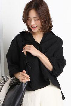 T.YAMAI スキッパーシャツ  T.YAMAI スキッパーシャツ 19440 2016SS IENA t.yamai paris (ティー ヤマイ パリ) パリ在住のデザイナー山井孝によるファッションブランド パリ生まれパリ育ちのブランドならではのパリの空気を感じる色づかい遊び心の入ったディティール女性らしさを引き立たせるシルエットに定評があります こちらの商品はIENAでの取り扱いになります 直接店舗へお問い合わせの際はIENA店舗へお願い致します モデルサイズ:身長:170cm バスト:80cm ウェスト:59cm ヒップ:87cm 着用サイズ:フリー