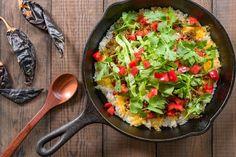 Taco rijst is een recept afkomstig van het Japanse eiland Okinawa. De lokale bevolking heeft dit recept ontwikkeld voor de Amerikaanse militairen die gestationeerd zijn op het eiland. Om het recept koolhydraatarm te maken, heb ik bloemkoolrijst i.p.v normale rijst gebruikt!