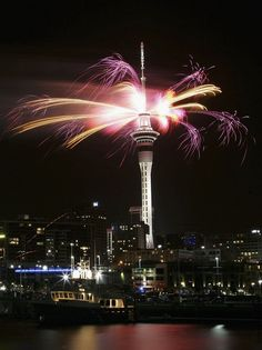 An impressive explosion of fireworks illuminate the Sky Tower in Auckland, New Zealand New Year's Eve Around The World, Celebration Around The World, New Year Celebration, Around The Worlds, New Years Eve Fireworks, New Zealand North, New Zealand Houses, New Year's Eve Celebrations, Paradise On Earth