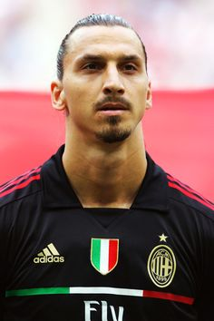 Zlatan IBRAHIMOVIĆ; 1999–2001 Malmö SWE, 2001–2004 Ajax HOL, 2004–2006 Juventus ITA, 2006–2009 Inter ITA, 2009–2011 Barcelona SPA, 2010–2011 loan MILAN, 2011–2012 MILAN, 2012– Paris Saint-Germain FRA