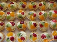 MOUČNÍKY, POHÁRY - OVOCNÉ KOŠÍČKY NA ZAKÁZKU Snack Recipes, Cooking Recipes, Snacks, Mini Tart, Czech Recipes, Mini Cakes, Food And Drink, Cookies, Sweet