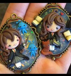 Hermione time ^^ *not available* Harry Potter Beasts, Harry Potter Pop, Harry Potter Jewelry, Harry Potter Drawings, Harry Potter Gifts, Polymer Clay Disney, Polymer Clay Dolls, Polymer Clay Projects, Polymer Clay Charms