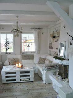 White Pallet table