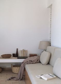 Our Airbnb experience Portugal - Hege in France - neutral living room with personality and vintage details