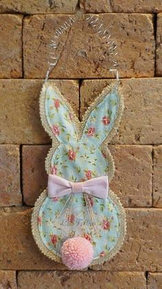 Burlap and fabric bunny crafts felt Burlap and fabric bunny - Slime Seller Bunny Crafts, Easter Crafts, Easter Decor, Easter Art, Easter Ideas, Hoppy Easter, Easter Bunny, Spring Crafts, Holiday Crafts