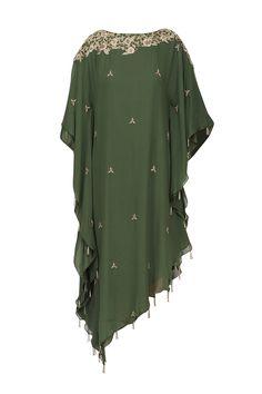 Varsha Wadhwa presents Bottle green embroidered asymmetric kaftan available only at Pernia's Pop Up Shop. Gharara Designs, Kaftan Designs, Sari Blouse Designs, Kurta Designs Women, Kurti Designs Party Wear, Drape Dress Pattern, Kaftan Pattern, Kaftan Kurti, Beautiful Pakistani Dresses