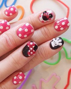 Minnie nails!  Since I'm considering Mariah's 2nd bday party as Minnie Mouse, these would be presh!