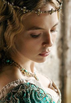 Jodie Comer in The White Princess The White Princess, White Queen, High Fantasy, Medieval Fantasy, Fantasy Queen, Moda Medieval, Elizabeth Of York, Queen Elizabeth, Wars Of The Roses