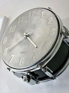 how about a snare drum music clock to keep time in your home music room or studio? Source by The post how about a snare drum music clock to keep time in your home music room or studi& appeared first on Sadiyah DIY Decorating. Home Music Rooms, Music Bedroom, Music Themed Rooms, Music Inspired Bedroom, Teen Bedroom, Music Clock, Drum Music, Band Rooms, Drum Room