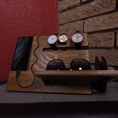 Reciclagem Artesanato com Pote SkalaBack to the top Your feedback to us For more information on when to switch Guardar actions, see The 7 most creative space-saving hacks Wood Docking Station Diy, Wood Phone Holder, Diy Furniture, Furniture Design, Handmade Desks, Wood Shop Projects, Diy Holz, Woodworking Crafts, Wood Crafts