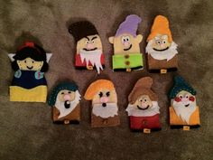 Snow white and the 7 dwarves finger puppets
