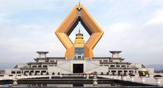Templo budista en Fumen, cerca de Xian, #China De una arquitectura espectacular y novedosa.#CulturaChina #ArteChino  www.maimaiwenhua.com
