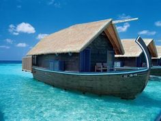 こんな楽園が存在するとは…モルディブの小舟のようなホテルが美しすぎる