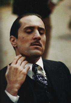 """Robert De Niro - young don Vito Corleone in """"the Godfather II"""" The Godfather Part Ii, Godfather Movie, Al Pacino, Taxi Driver 1976, Benecio Del Toro, Don Corleone, Gangster Movies, Films Cinema, Bon Film"""