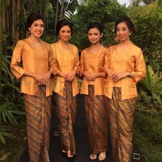 This stunning Penerima Tamu ready to guide your entrance with sincere smile, sincere love, and professionalism. Book now for your wedding.   PUSPITA means Flower in Javanese. Like the power of rose, we hope PUSPITA PAGAR AYU will blooms beautifully. 🌹 PAGAR AYU's job is welcoming guest and guiding the entrance beautifully. 🌹 PUSPITA PAGAR AYU  provides wedding usher for various national and international themed weddings. 🌹