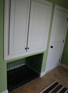 Place for cat litter box using wire crate for circulation. #cats #CatLitterBox #LitterBox