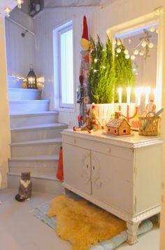 Candle, lantern, & light Swedish Christmas, Magical Christmas, Scandinavian Christmas, Country Christmas, Christmas Home, White Christmas, Vintage Christmas, Christmas Crafts, Merry Christmas