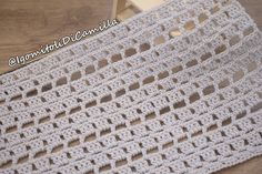 Very simple crochet stitch with openwork Crochet Pants Pattern, Crochet Motif Patterns, Crochet Baby Cardigan, Newborn Crochet, Crochet Stitches, Crochet Girls, Crochet Bear, Easy Crochet, Free Crochet