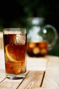 (3) Long Island Iced Tea Recipes Fun Drinks, Beverages, Refreshing Drinks, Non Alcoholic Drinks, Summer Drinks, Party Drinks, Drink Me, Simple Long Island Iced Tea Recipe, Peach Vodka