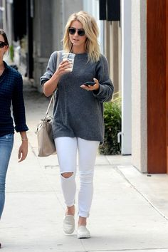 Julianne Hough wearing Frame Le Skinny De Jeanne Crop Jeans in Lilac Blanc, Madewell Transport Tote in Boulder and John Varvatos V602 Sunglasses