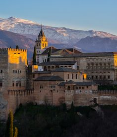 Out of luck I ended up visiting the Alhambra at night. The fragances, the sunset and the landscapes just made for the perfect combination of...