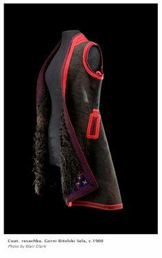"""""""Ресачка"""" - женска връхна дреха от района на Горни битолски села, около 1910 г. Експонат от изложбата """"Млади невести, стари съкровища"""" на Музея на международното фолклорно изкуство, Санта Фе, САЩ."""