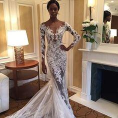 A show stopping @zuhairmuradofficial stunner! Absolute lace perfection. Regram via @insideweddings