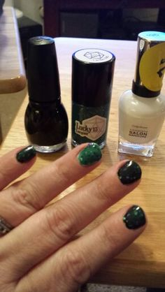 """Sinful colors """"black on black Lucky 13 lacquer """"on the hunt"""" Sally Hansen """"let's snow"""""""