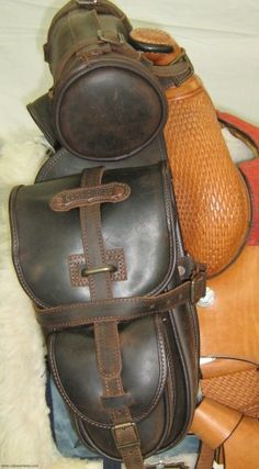 Front saddle bag Comancheros for Trekking saddle made from Leather Article Leather Saddle Bags, Leather Hats, Leather Craft, Leather Backpack, Horse Armor, Horse Gear, Horse Tack, Cowboy Crafts, Bike Bag