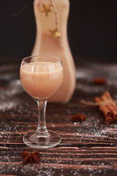 Wiem co jem - Likier piernikowy Homemade Liquor, Homemade Gifts, Yummy Drinks, Yummy Food, B Food, Sugar Free Desserts, Irish Cream, Smoothie Drinks, Food Design