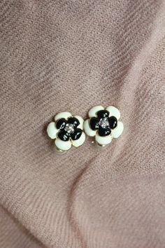 oorbellen knopjes bloem zwart