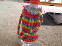 This took a long time to make and I will put up a video thow to make this dirkn bottle cover Bottle Cover, Loom Bands, Friendship Bracelets, Take That, Beanie, Hats, Rubber Bands, Hat, Beanies