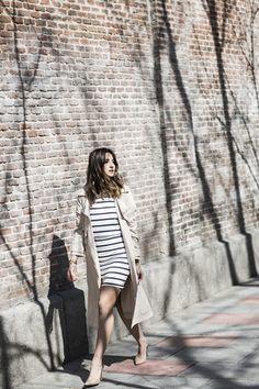 Váy kẻ ngang đơn giản cho ngày nắng ấm