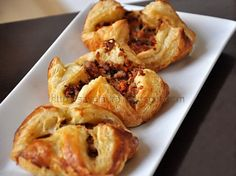 Pachetele cu umplutura de carne si morcovi Romanian Food, Onion Rings, Food Inspiration, Baked Potato, Carne, Appetizers, Potatoes, Meat, Chicken