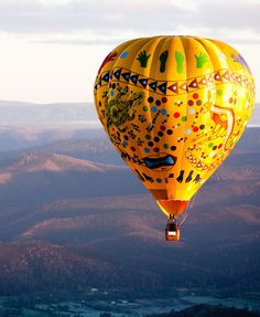 The Best Day Trips to Take From Melbourne, Australia - Condé Nast Traveler Air Balloon Rides, Hot Air Balloon, Great Barrier Reef, Melbourne Australia, Australia Travel, Melbourne Trip, Airlie Beach, Yarra Valley, Tasmania