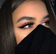 gorgeous christmas makeup idea,
