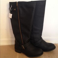 Black riding boots with zipper detailing, size 5W Black riding boots that come right below knee, good zipper detailing down the side. Size 5 wide, never worn (store sent the wrong size)! Shoes Winter & Rain Boots