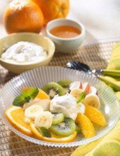 Obstsalat mit Joghurt-Honigsoße