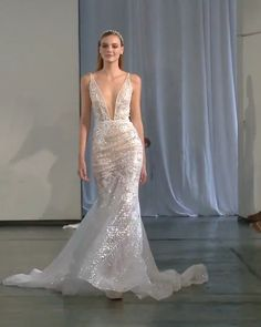 Berta Style Fall Winter 2019 Bridal Couture Collection Stunning Embroidered Backless Mermaid Wedding Dress / Bridal Gown with Deep V-Neck Cut, Open Back and long Train. Fall Winter 2019 Bridal Couture Runway Show Collection by Berta Making A Wedding Dress, Stunning Wedding Dresses, Luxury Wedding Dress, Fall Wedding Dresses, Designer Wedding Dresses, Bridal Dresses, Beautiful Dresses, Prom Dresses, Backless Mermaid Wedding Dresses