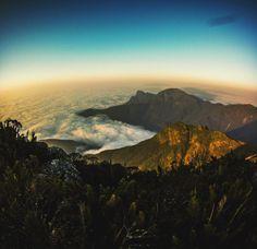 Amanhecer no Pico Paraná. Com os seus 1922 metros ele é...