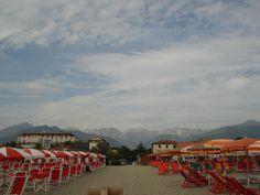 Spiaggia e montagna. Marina di Massa