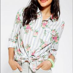 BDG Classic Printed Oxford Button-Down Shirt BDG/Urban Outfitters Classic Printed Oxford Button-Down Shirt, floral print size XS. Worn once & comes from a smoke free home. Urban Outfitters Tops Button Down Shirts