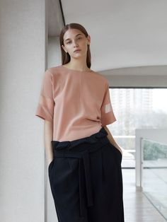 Cos essentials minimalist fashion women, minimal fashion, minimalist o Minimalist Fashion Women, Minimal Fashion, Minimalist Outfits, Minimal Outfit, Pink Fashion, Fashion Outfits, Womens Fashion, Style Minimaliste, Mode Inspiration