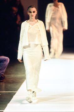 Comme des Garçons Spring 1994 Ready-to-Wear Fashion Show - Patricia Hartmann